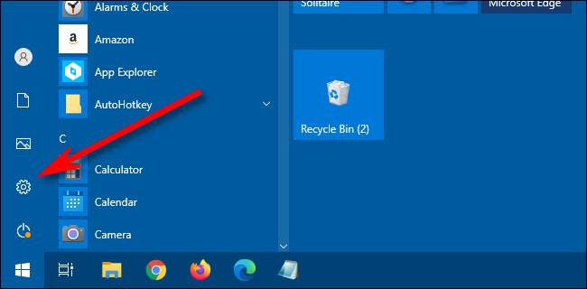 """En el menú Inicio de Windows 10, haga clic en el icono de """"engranaje"""" para abrir Configuración."""