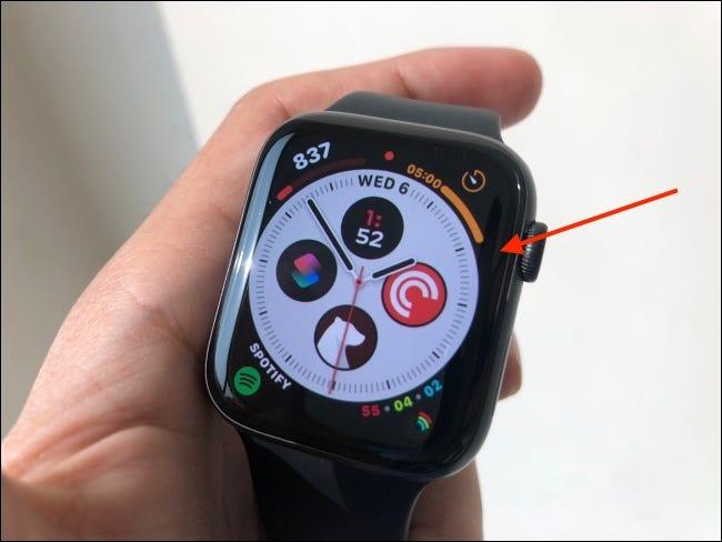 Toque y mantenga la esfera del reloj para ingresar al modo de edición