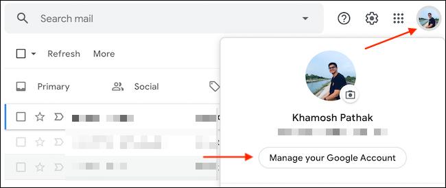 """Seleccione """"Administrar su cuenta de Google"""" en el menú Perfil de Google."""