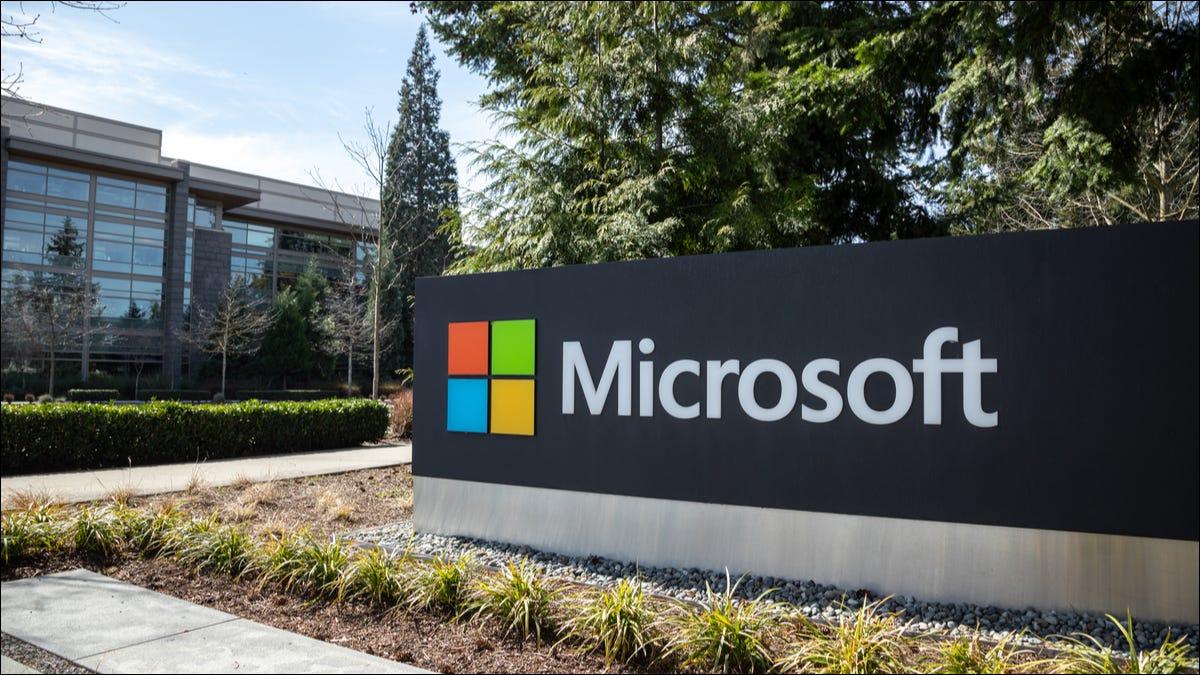 Logotipo de Microsoft en el campus