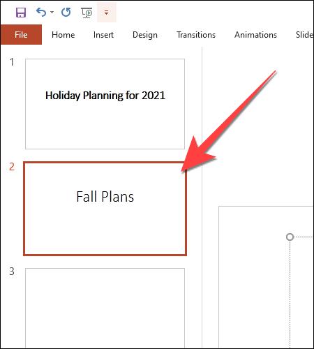 Seleccione la diapositiva donde desea agregar el texto colorido.