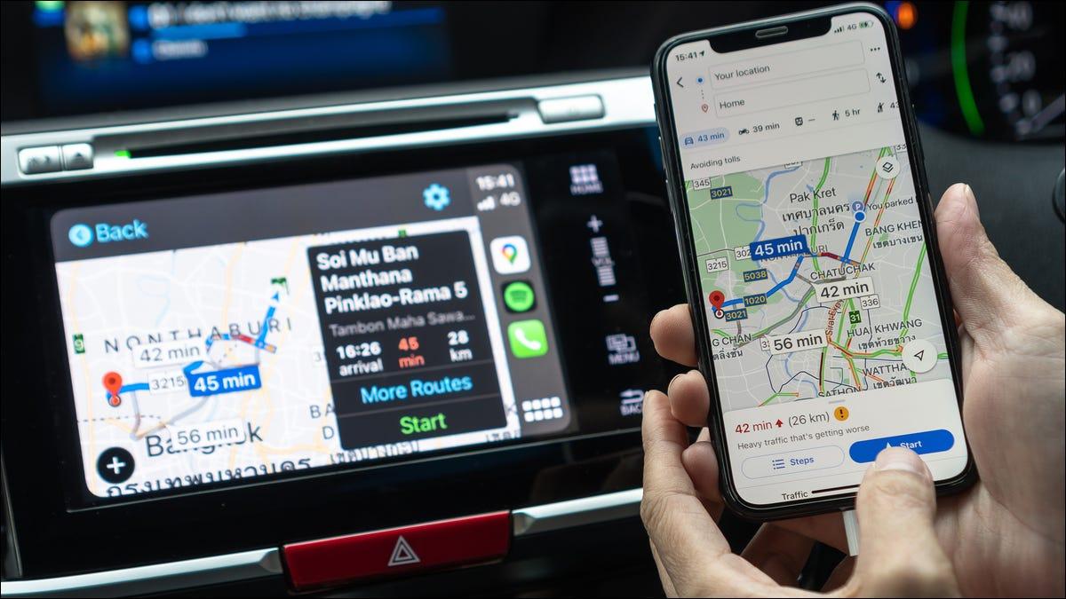 Google Maps en un iPhone y Apple CarPlay.