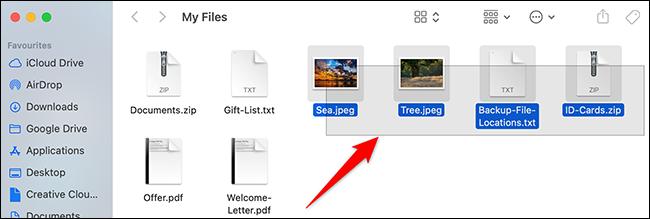 Arrastre con un mouse o trackpad para seleccionar varios archivos en Finder.