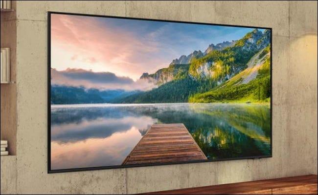 Samsung TV montado en la pared