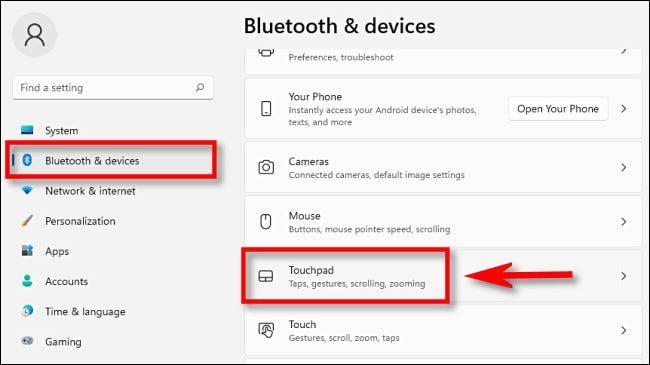 """En la configuración de Windows 11, haga clic en """"Bluetooth y dispositivos"""" en la barra lateral, luego seleccione """"Panel táctil""""."""